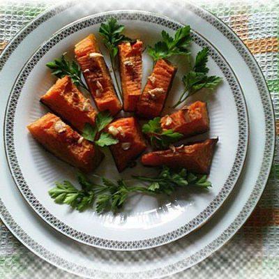 Тыква запеченная с чесноком в духовке - рецепт с фото