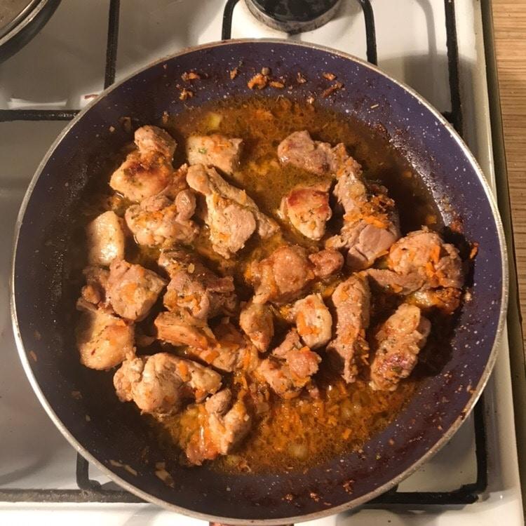 Фото рецепта - Тушеная свинина в соевом соусе - шаг 4