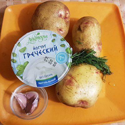 Фото рецепта - Диетические картофельные чипсы с йогуртово-чесночным соусом - шаг 1