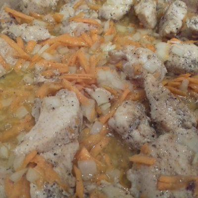Фото рецепта - Нескучный рис c курицей на сковороде - шаг 1