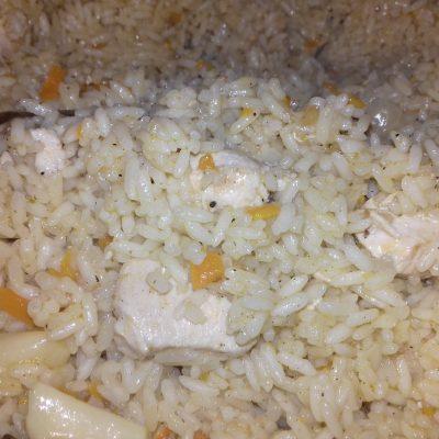 Фото рецепта - Нескучный рис c курицей на сковороде - шаг 2