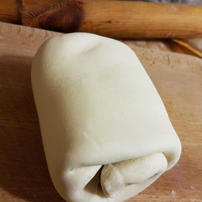 Фото рецепта - Быстрый пирог с мясом и сыром к завтраку - шаг 7