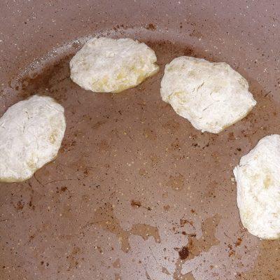 Фото рецепта - Картофельные котлеты на сковороде - шаг 4