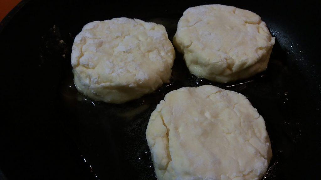 Фото рецепта - Домашние сырники - шаг 5