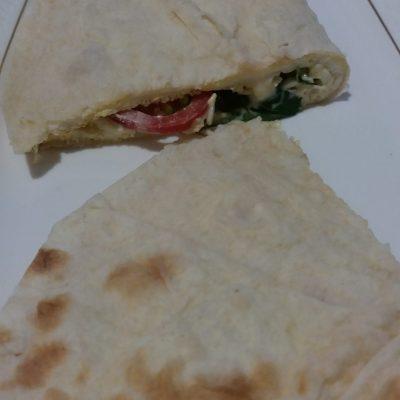 Фото рецепта - Яичница в лаваше на завтрак - шаг 9
