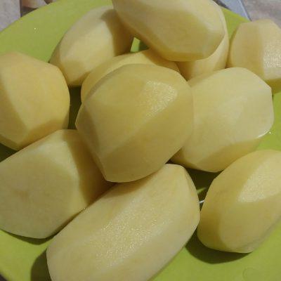 Фото рецепта - Картофель с курицей, запеченный в керамическом горшочке - шаг 1