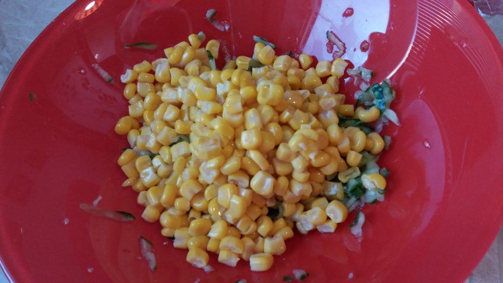 Фото рецепта - Рулетики из лаваша с крабовым салатом - шаг 2