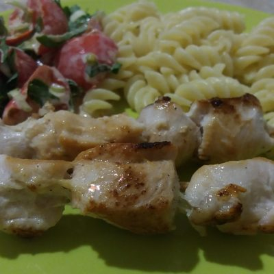 Фото рецепта - Нежные шашлычки из куриной грудки - шаг 6