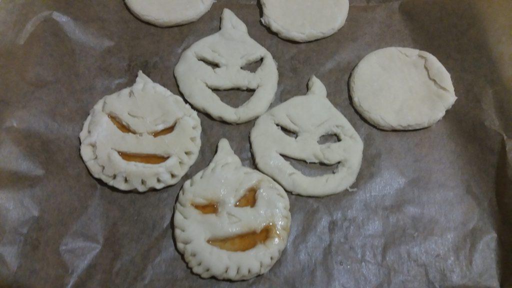 Фото рецепта - Быстрое печенье на Хэллоуин - шаг 4