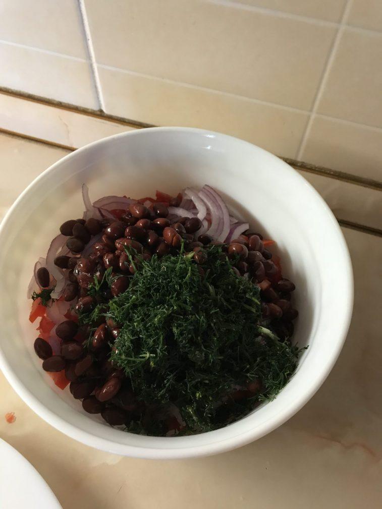 Фото рецепта - Салат «Фасолька» - шаг 5