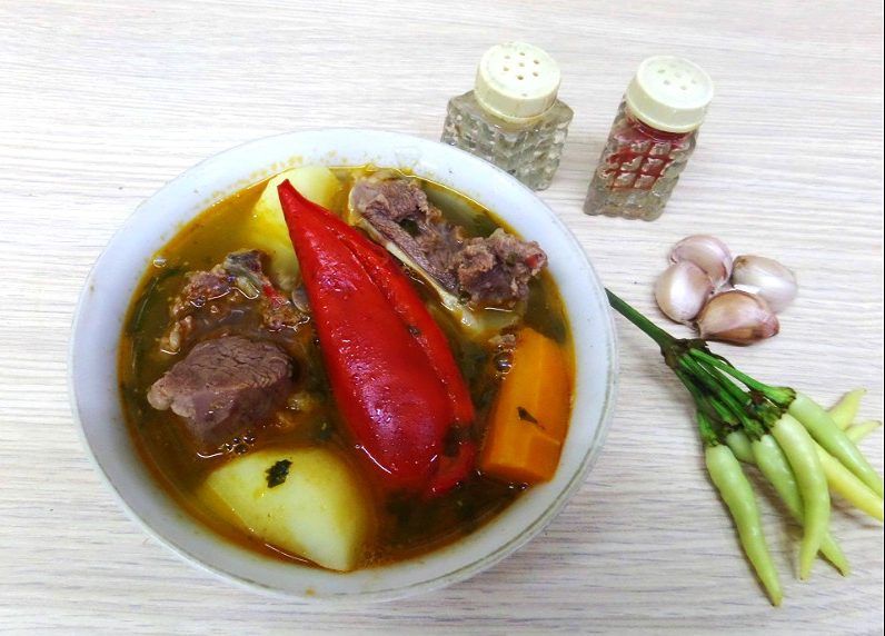 Шурпа с бараниной в казане по-узбекски