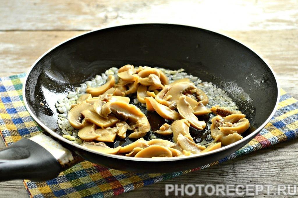 Фото рецепта - Вкусная начинка для блинов из риса и грибов - шаг 3
