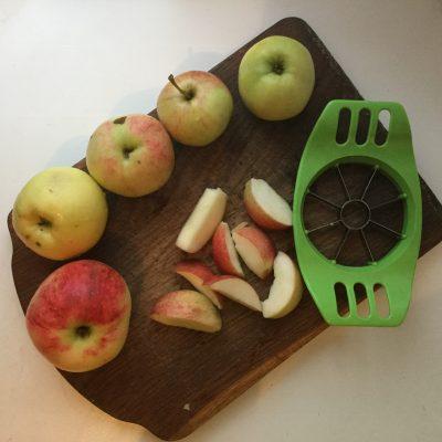 Фото рецепта - Яблочный пирог в духовке - шаг 5