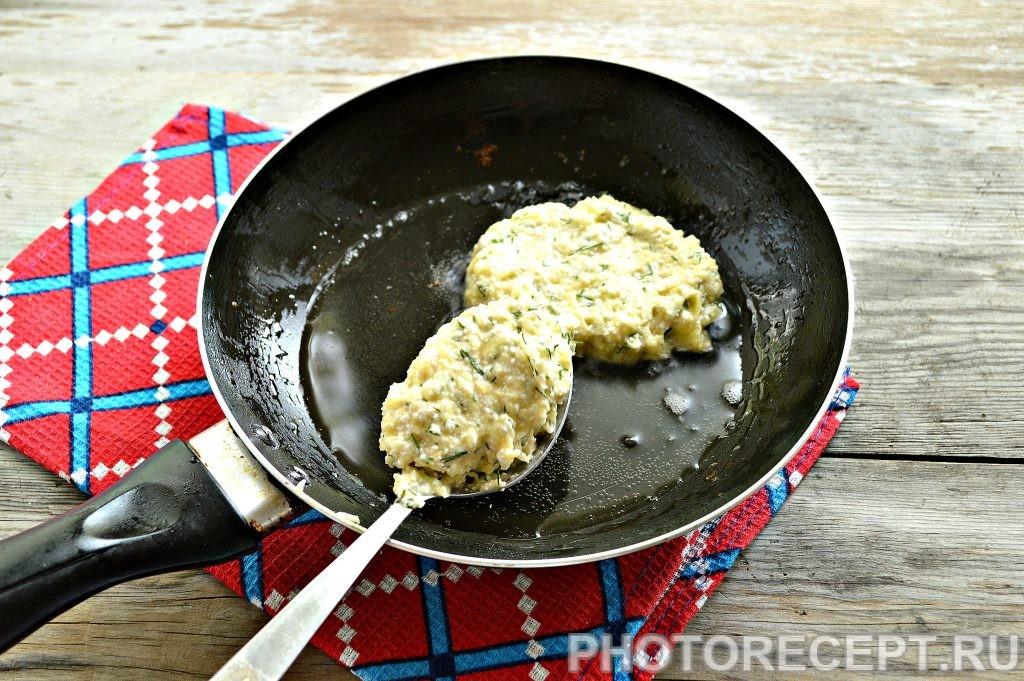 Фото рецепта - Оладьи из картофеля и творога - шаг 4