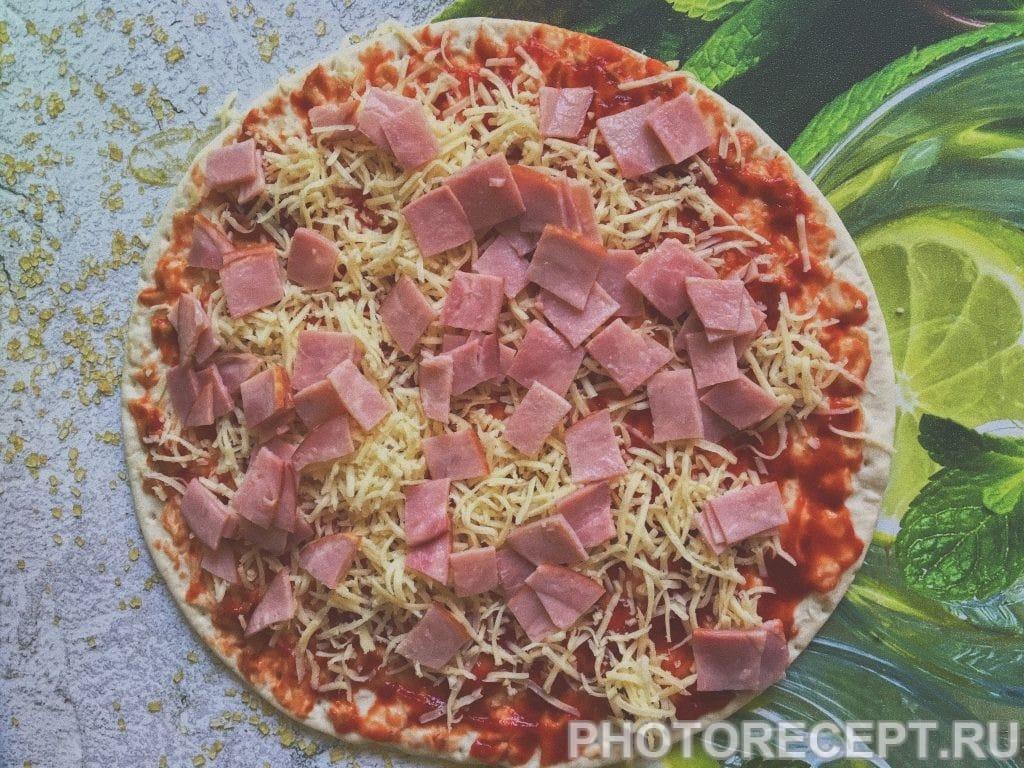 Фото рецепта - Пицца «Успевайка» с ветчиной и сыром - шаг 5