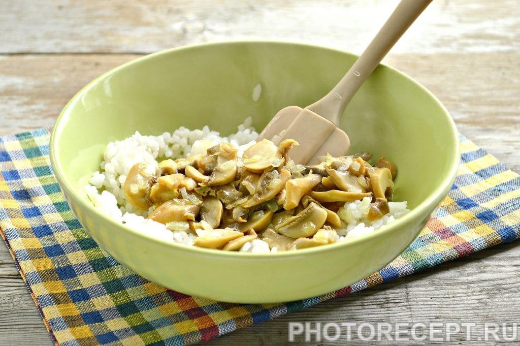 Фото рецепта - Вкусная начинка для блинов из риса и грибов - шаг 5