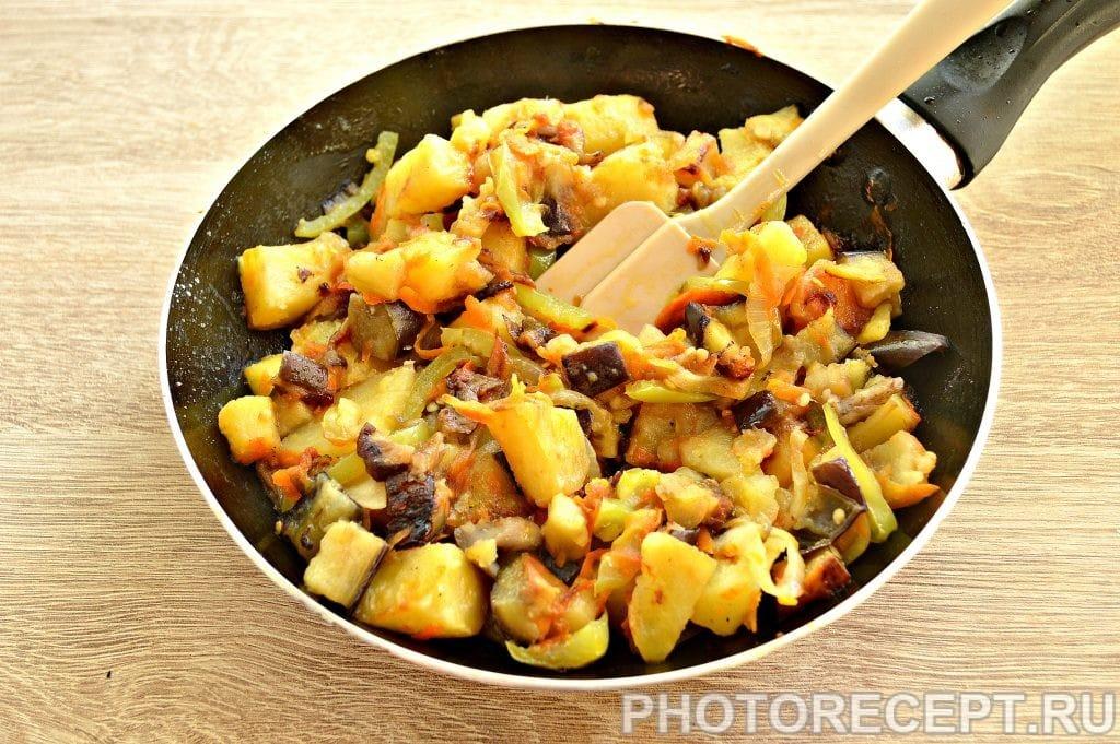Фото рецепта - Опята с баклажанами и овощами - шаг 6