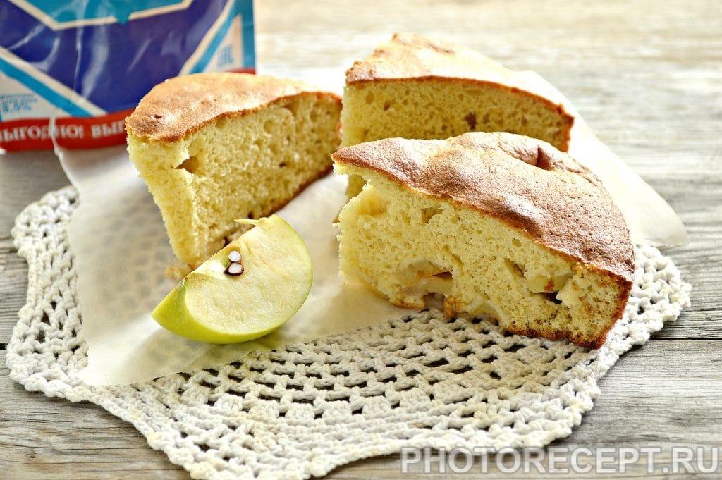 Лучшие рецепты шарлотки со сгущенкой и яблоками: фото