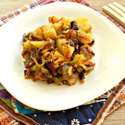 Опята с баклажанами и овощами - рецепт с фото
