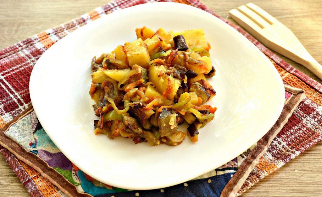 Фото рецепта - Опята с баклажанами и овощами - шаг 7