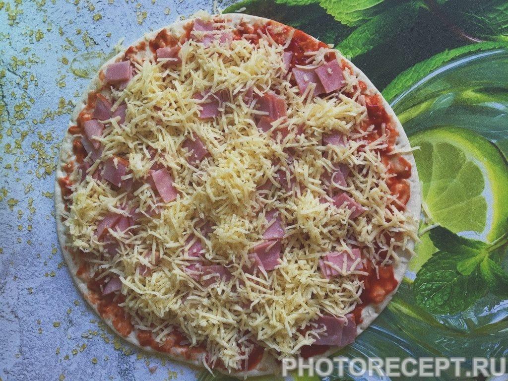 Фото рецепта - Пицца «Успевайка» с ветчиной и сыром - шаг 6