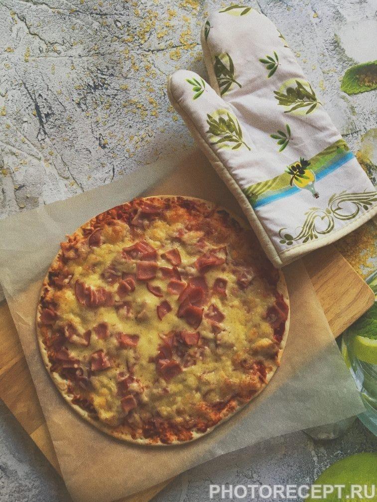 Фото рецепта - Пицца «Успевайка» с ветчиной и сыром - шаг 8
