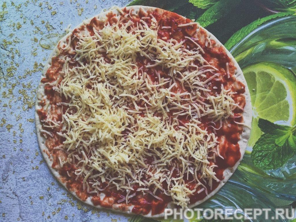 Фото рецепта - Пицца «Успевайка» с ветчиной и сыром - шаг 3