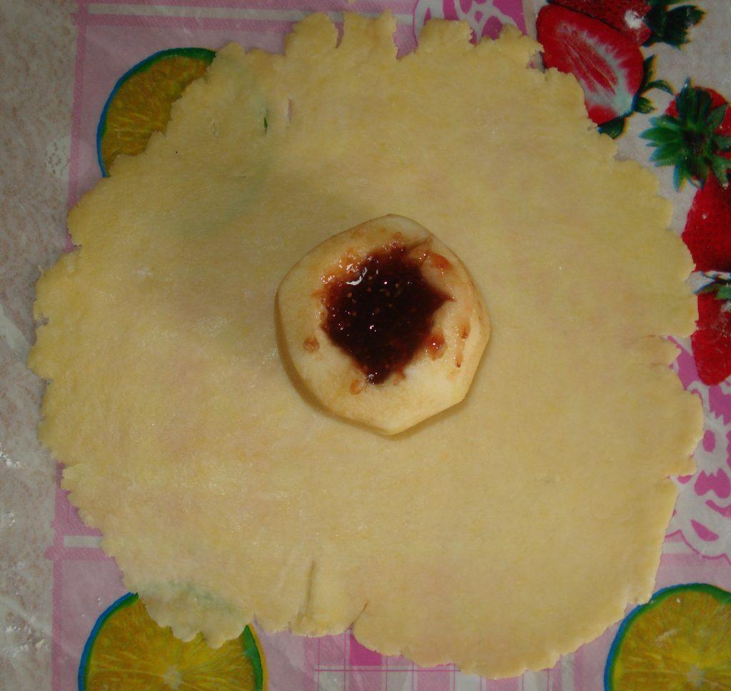 """Фото рецепта - Яблочки в """"платочках"""" - шаг 4"""
