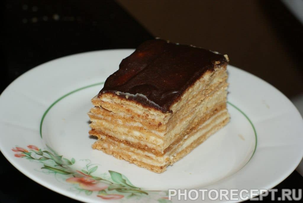 """Фото рецепта - Торт """"Рыжик"""" с помадкой - шаг 12"""
