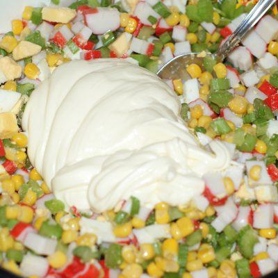 Фото рецепта - Салат из крабовых палочек и сельдерея - шаг 6
