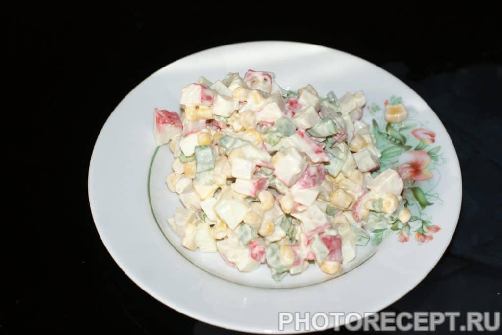 Фото рецепта - Салат из крабовых палочек и сельдерея - шаг 7