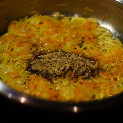 Фото рецепта - Куриные желудочки тушенные в сметане - шаг 7