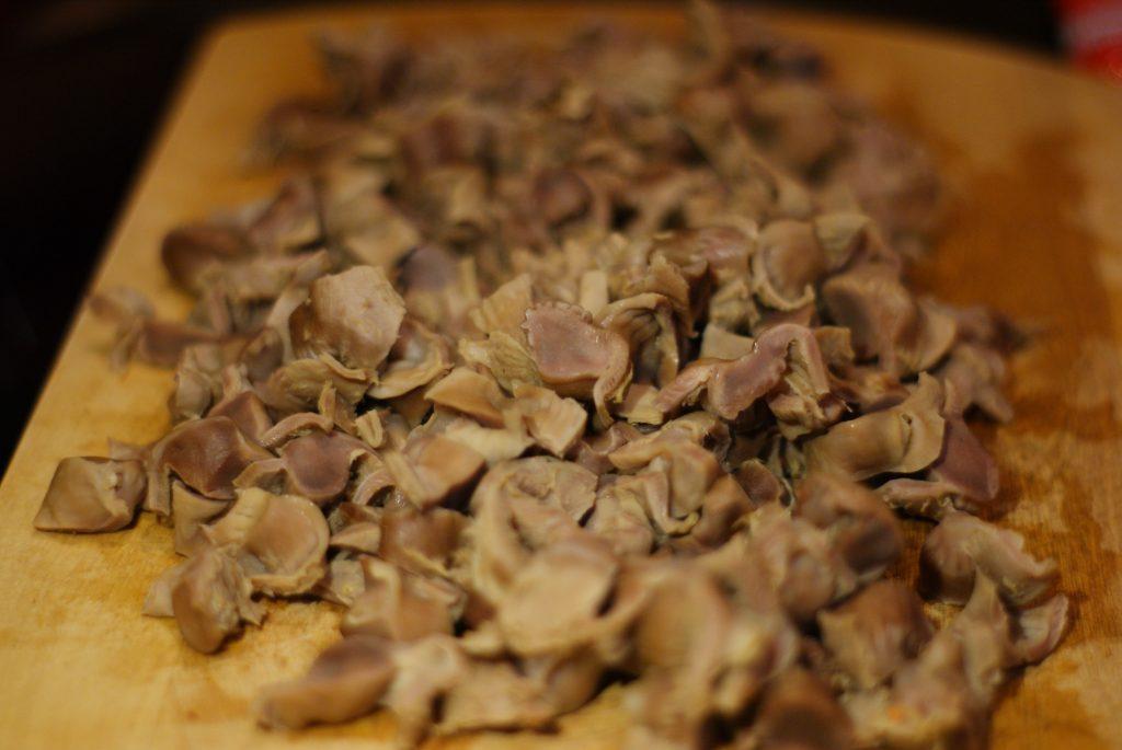 Фото рецепта - Куриные желудочки тушенные в сметане - шаг 8