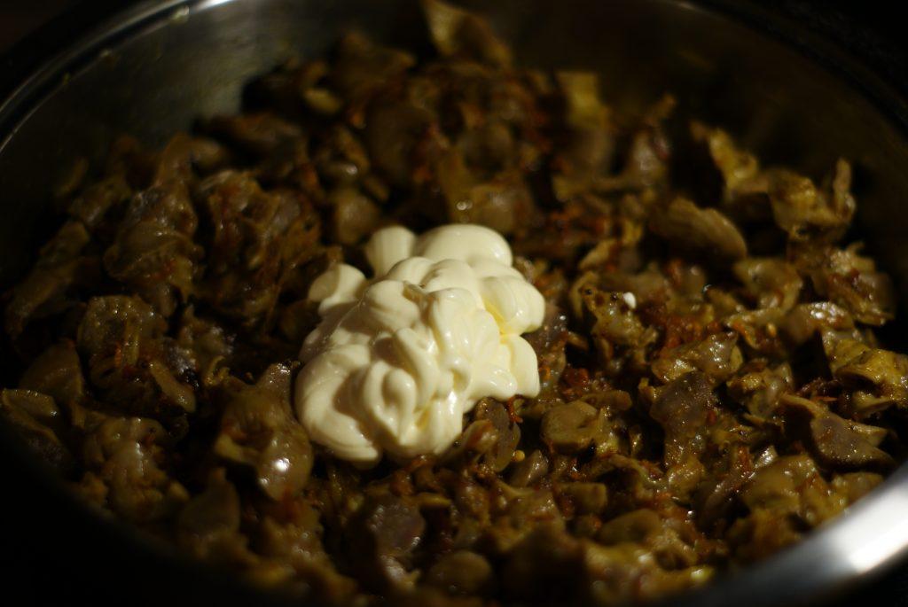 Фото рецепта - Куриные желудочки тушенные в сметане - шаг 10