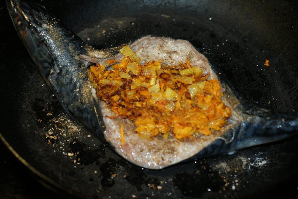 Фото рецепта - Скумбрия в сливках - шаг 9