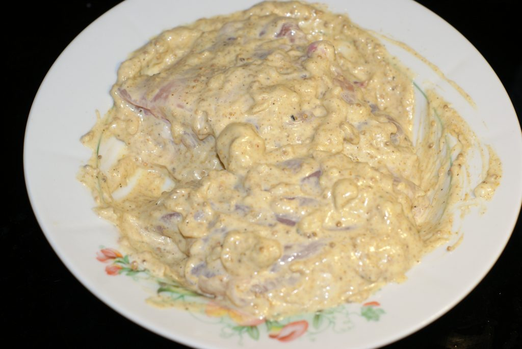 Фото рецепта - Куриные бедра на сковороде - шаг 6