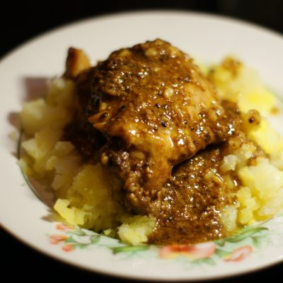 Куриные бедра на сковороде - рецепт с фото