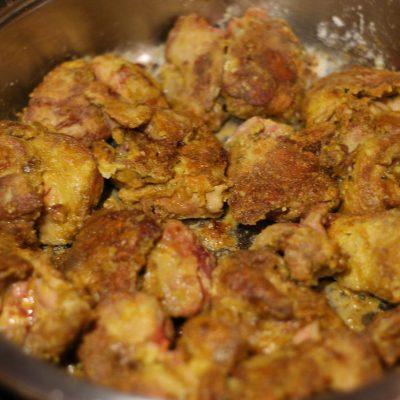 Фото рецепта - Печень куриная в ореховом соусе - шаг 3