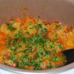 Яркое рагу из овощных культур с баклажанами