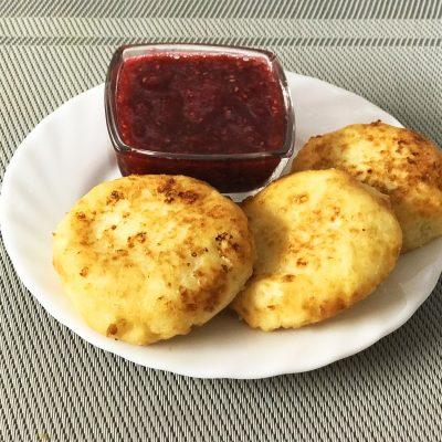Нежные сырники на завтрак - рецепт с фото