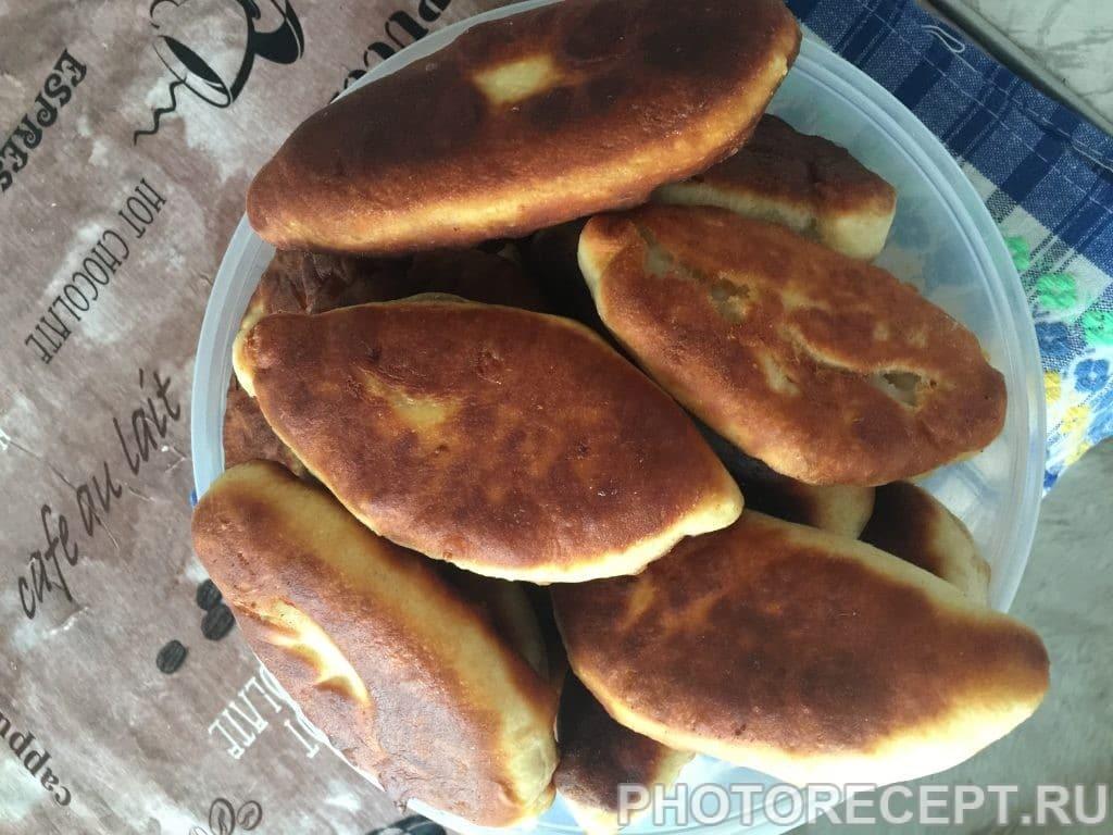 Фото рецепта - Быстрые пирожки на сковородке - шаг 10