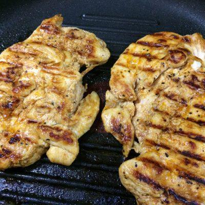 Фото рецепта - Пикантная куриная грудка - шаг 4