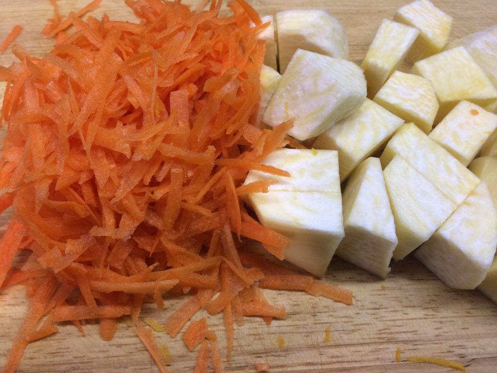 Фото рецепта - Куриные котлетки ПП с нежным овощным пюре - шаг 2