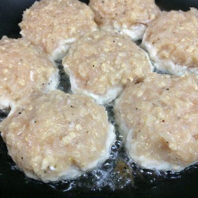 Фото рецепта - Куриные котлетки ПП с нежным овощным пюре - шаг 6