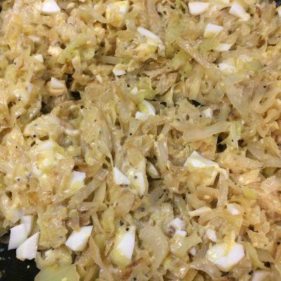 Фото рецепта - Сендвичи с яйцом, капустой и сыром - шаг 2