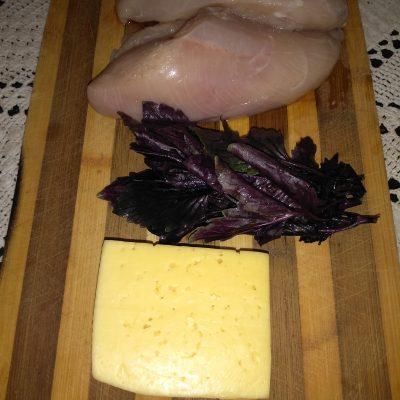 Фото рецепта - Нежнейшее куриное филе с базиликом и сыром - шаг 1