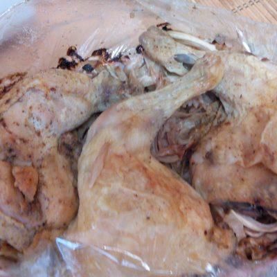 Фото рецепта - Капуста с курицей запеченная в рукаве - шаг 4