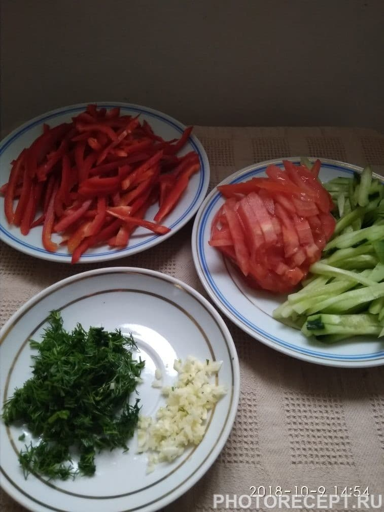 Фото рецепта - Салат с холодной фунчозой - шаг 3