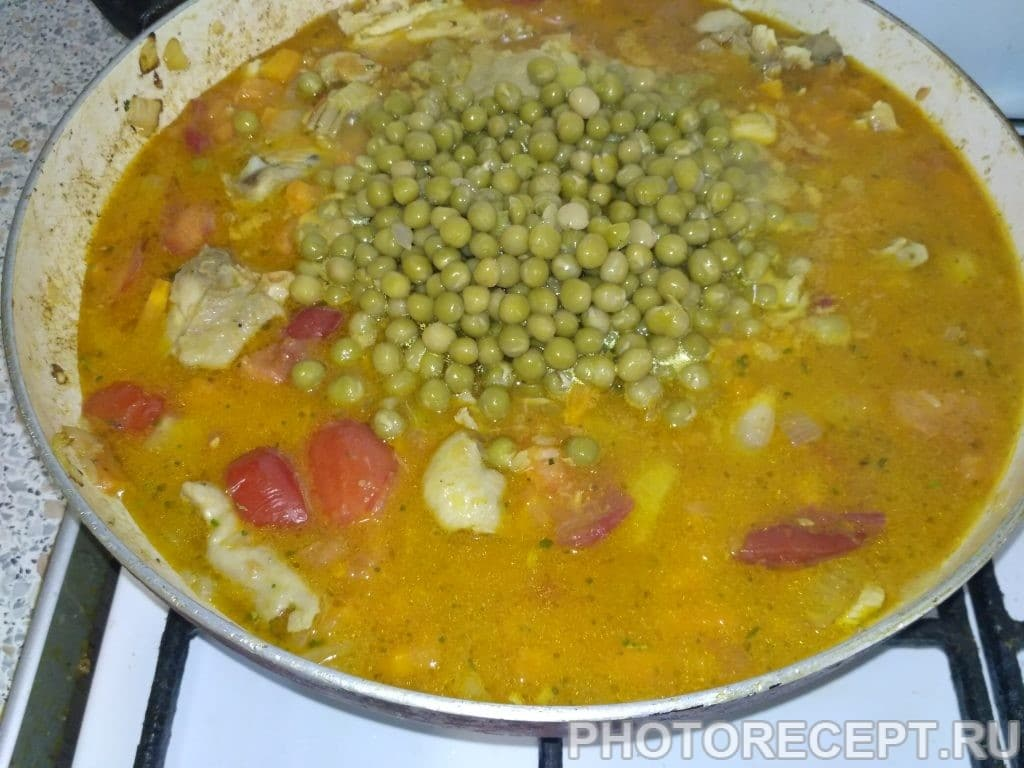 Фото рецепта - Паэлья с курицей и зелёным горошком - шаг 4
