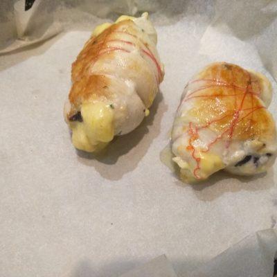 Фото рецепта - Нежнейшее куриное филе с базиликом и сыром - шаг 5